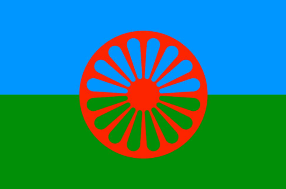 Bandera oficial del pueblo gitano. Fue creada en 1933, aunque no sería hasta el Primer Congreso Mundial de población gitana en 1971 cuando sería aprobada como símbolo internacional del mencionado pueblo.