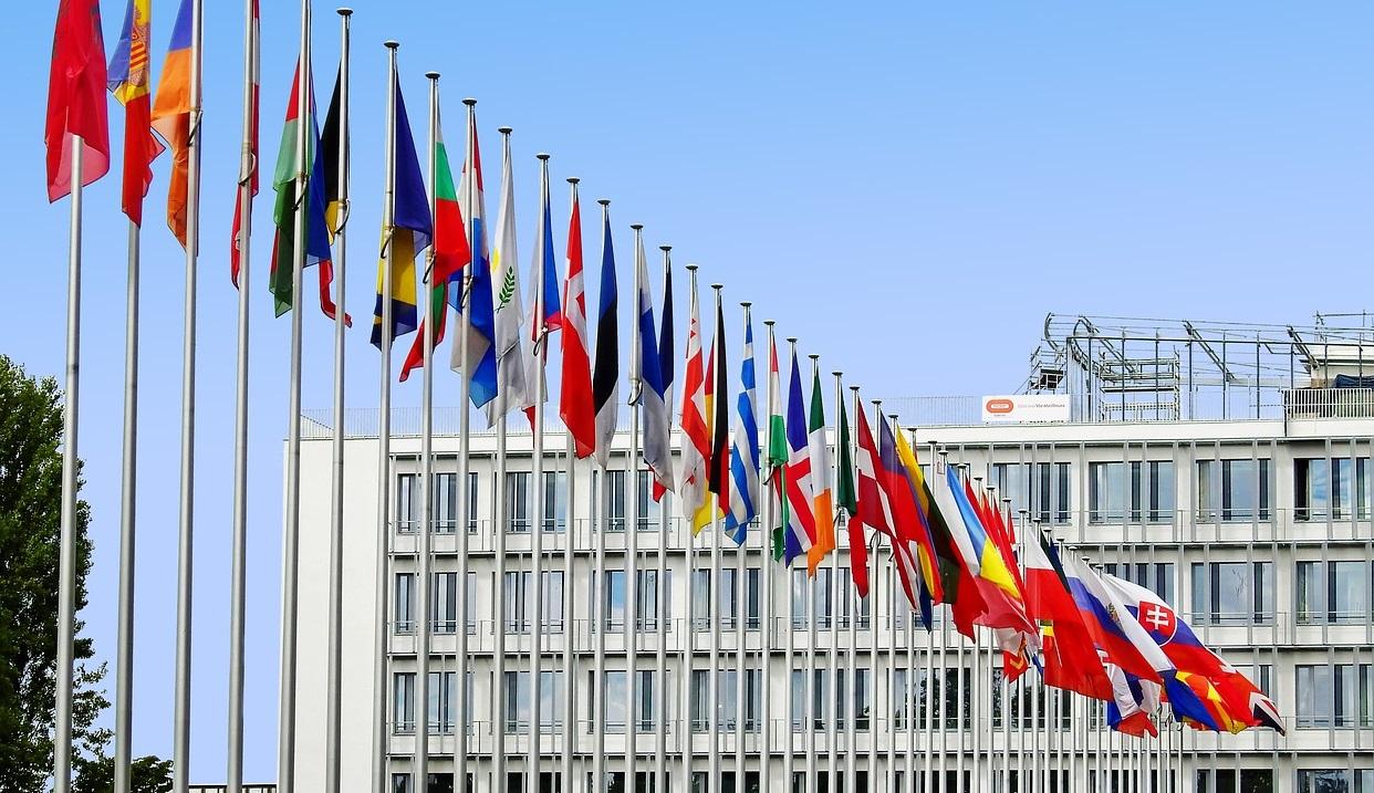 ¿Cuál es la diferencia entre una embajada y un consulado?
