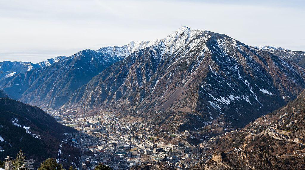 ¿Por qué Andorra utiliza y acuña monedas de euro a pesar de no estar en la UE?