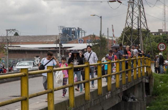 Inmigrantes venezolanos huyendo a Colombia.